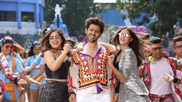 Pati Patni Aur Woh box office collection day 4: Kartik Aaryan, Bhumi Pednekar and Ananya Panday film is heading towards half century.