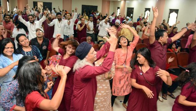 Osho followers held spirited celebrations on Wednesday at Maulana Abul Kalam Azad Memorial Hall, Koregaon Park, on his 88th birth anniversary.(Shankar Narayan/HT PHOTO)