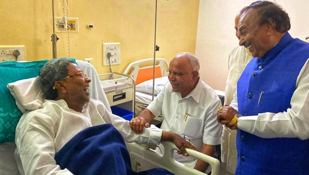 Karnataka Chief Minister BS Yediyurappa on Thursday paid a visit to Congress leader Siddaramaiah who is admitted in a hospital(Karnataka BJP/Twitter)