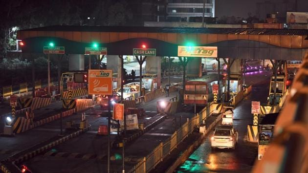 Over the past two months, hoardings and posters explaining the ease and utility of FASTag came up on either side of the highway.(Raj K Raj/HT Representative PHOTO)