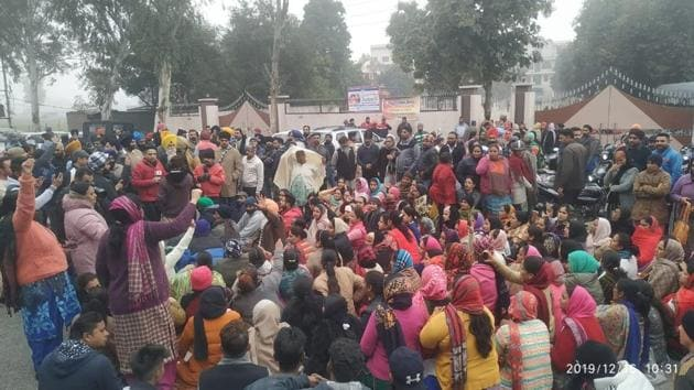 Protesters holding a dharna on Monday in front of the school in Beas, 40 km from Amritsar, where a Class 2 student was allegedly raped by a Class 10 boy. They demanded action against the school authorities for negligence.(HT Photo)
