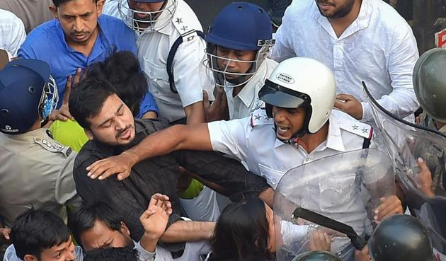 Far from lathi charges or using tear gas to dispel the crowd, the police seemed to have been at the receiving end(PTI)
