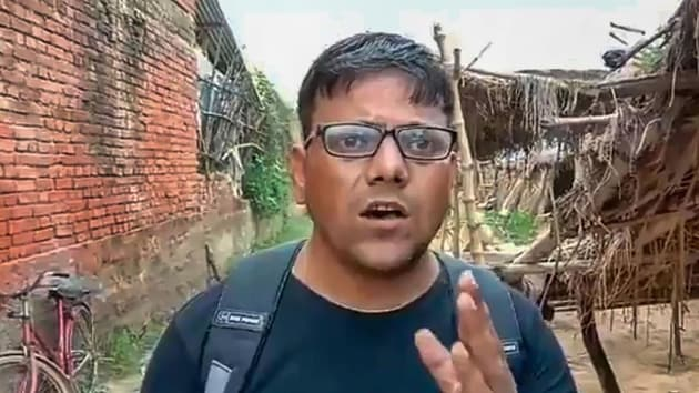 Journalist Pawan Jaiswal had filmed students of a government school in eastern Uttar Pradesh's Mirzapur district eating rotis with salt as their mid-day meal in August.(PTI)
