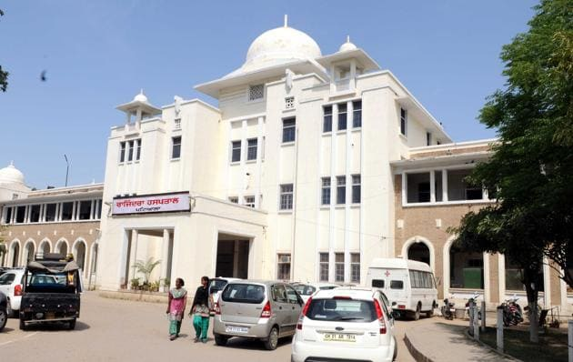 The Rajindra hospital, Patiala, owes ₹25 lakh against power bills to the Punjab State Power Corporation Limited.(HT FILE)