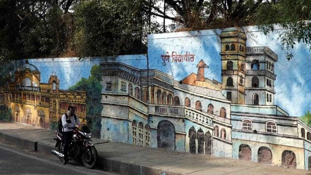 PMC has invited tenders to paint walls with washable paints. (In photo) A graffiti wall in Navi peth.(Rahul Raut/HT PHOTO)