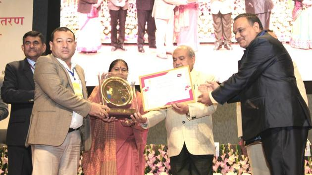 Director (SIRD) Manipur H Balkrisna Singh (left) receiving the award in New Delhi.(SOURCED PHOTO.)