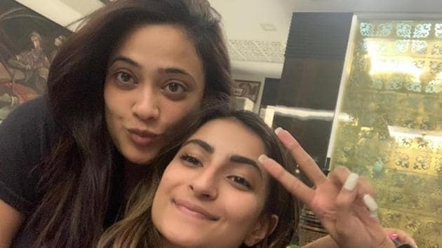 Shweta Tiwari extends guidance to daughter Palak only when she approaches her.