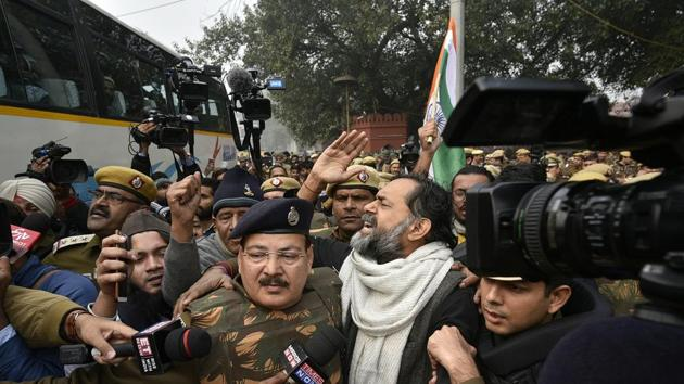 Delhi police detaining Yogendra Yadav who was protesting against the Citizenship Amendment Act (CAA) and National Register of Citizens (NRC) at Red Fort in New Delhi on December 19.(Biplov Bhuyan/HT PHOTO)