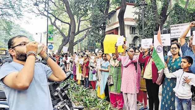 Supporters of Citizenship Amendment Act at Balgandharv chowk on Saturday.(Ravindra Joshi/HT PHOTO)