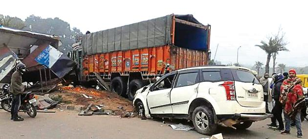 The accident took place between an SUV and a truck at the Chhat light point on the intersection of Airport Road and Patiala Road in Zirakpur in wee hours of Monday. The SUV driver was killed.(HT PHOTO)
