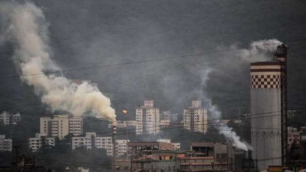 The state government's response to the pollution emergency has been half-hearted.(HT Photo)