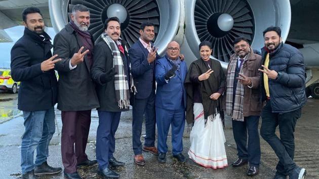 Gautami Tadimalla with the crew of Thupparivaalan 2.