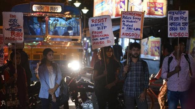 Jadavpur University unit protest against police crackdown on students of Jamia Millia Islamia, Citizenship Amendment Act (CAA), and National Register of Citizens (NRC) in Kolkata, West Bengal, on Monday, December 16, 2019.(HT Photo)