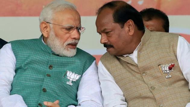 Prime Minister Narendra Modi with Raghubar Das.(PTI file photo)