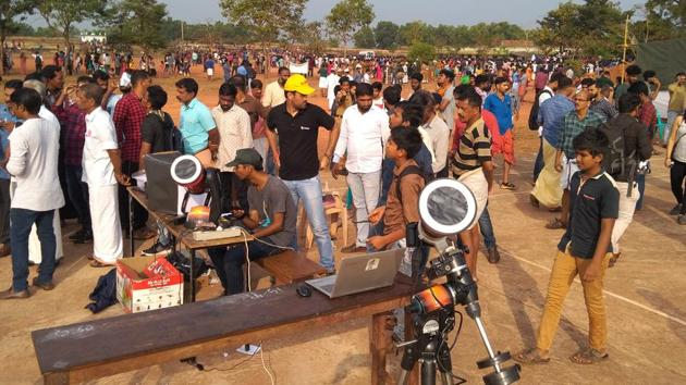 Large crowd gathers in north Kerala's Cheruvathur to see the solar eclipse.(HT photo)