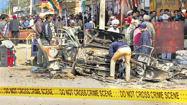 Officials examine the blast crime scene in Maur Mandi on Wednesday.Photo by(Sanjeev Kumar/HT)
