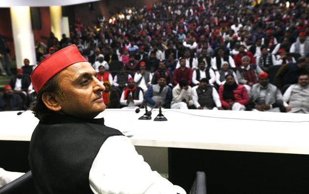 Samajwadi Party chief Akhilesh Yadav addressing a gathering at the party office in Lucknow on Thursday.(Dheeraj Dhawan/HT)