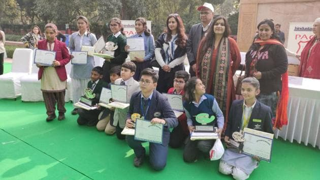 Over 700 schoolchildren gathered near the National War Memorial at the India Gate lawns to give expression to a collective dream – of safe, accident-free roads and a clean and green Delhi.(HT Brand Studio)