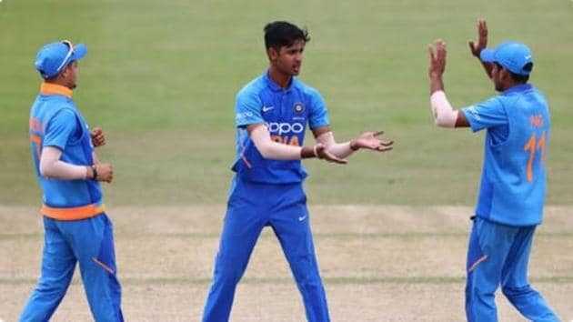India U 19 cricketers celebrate a wicket.(Getty Images)