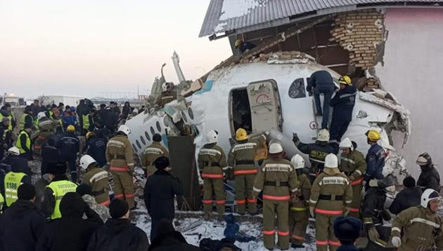 Police and rescuers work on the site of a plane crash near Almaty International Airport, outside Almaty, Kazakhstan, Friday, Dec. 27, 2019.(AP photo)