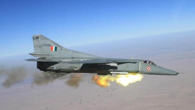 MiG-27, which played an important role during the 1999 Kargil war, roared through the skies for the last time on Friday after serving the force for over three decades.(HT Photo)