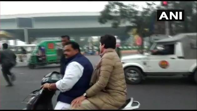 Congress general secretary Priyanka Gandhi Vadra riding pillion on a party activist's two-wheeler on her way to former IPS officer-turned-activist SR Darapuri's residence in Lucknow on Saturday.(ANI/Twitter)
