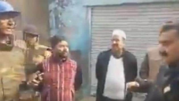Videograb of the UP cop telling protesters to 'go to Pakistan'. (Video tweeteed by @vinodkapri)