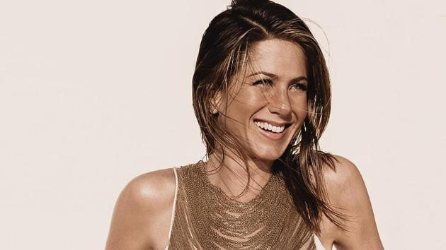 With the holiday season comes holiday fat and so does the responsibility to lose that fat, which is easier when done using the fitness habits approved by the fittest actor, Jennifer Aniston, who even at the age of 50 looks jaw-dropping with her perfect abs.(Instagram)