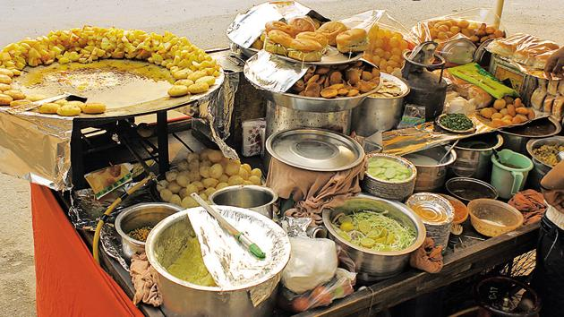 More than 60 per cent respondents in a survey conducted by Pune Municipal Corporation demanded affordable fruits and vegetables and a ban on unhealthy street food.(Getty Images/iStockphoto)