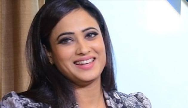 Shweta Tiwari has said her family is so strong that she doesn't really feel that there are so many problems in her life.(Hindustan Times)