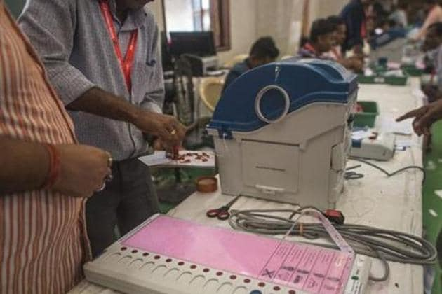 In the first phase of elections, 260 district panchayat wards, 2456 Union Block Panchayat wards, 4700 village panchayat president positions and 37830 village panchayat wards had gone for polls on Friday.(HT PHOTO.)