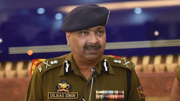 J-K DGP Dilbagh Singh said 250 terrorists are currently active in Jammu and Kashmir and that Pakistan intensified cross-border firing to push in as many of them in 2019.( Waseem Andrabi/HT Photo)