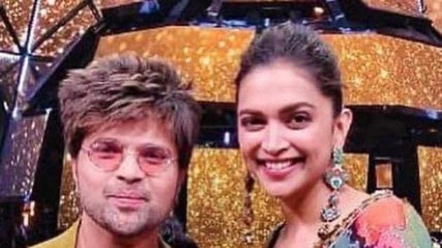 Deepika Padukone poses with Himesh Reshammiya.