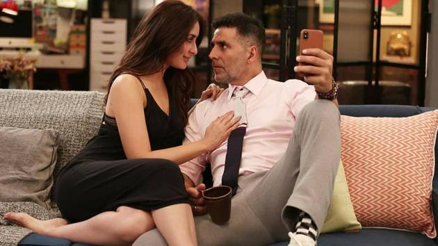 Kareena Kapoor and Akshay Kumar in a still from Good Newwz.