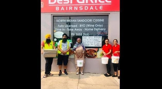 Restaurant owners Kanwaljit Singh and his wife Kamaljit Kaur have been supplying curry and rice to those living in temporary shelters after bushfires destroyed homes in eastern Victoria. They have the capacity to cook for up to 1,000 people a day.(Facebook/Desi Grill Bairnsdal)