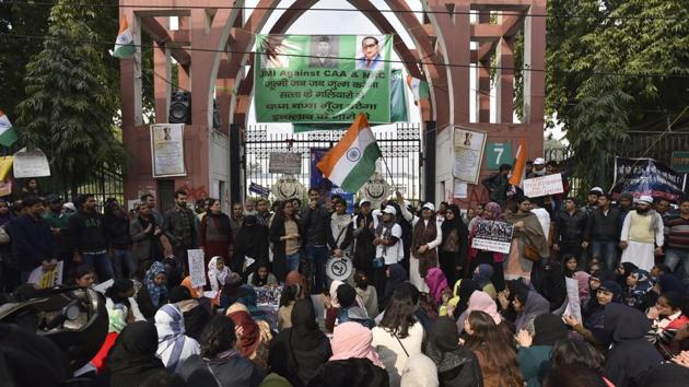 Demonstrators shout slogans and hold placards as they attend a protest against a Citizenship Amendment Act (CAA), at Jamia Millia University(Sanjeev Verma/HT PHOTO)