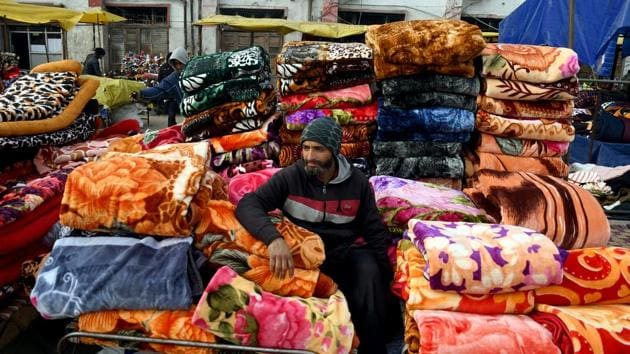 Vendor waiting for customers during a cold day in Srinagar.(ANI PHOTO)