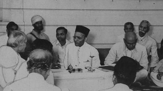 Vinayak Damodar Savarkar addressing Hindu Mahasabha Working Committee meeting in Delhi on September 10, 1939.(HT Archive/Lalit Gopal)