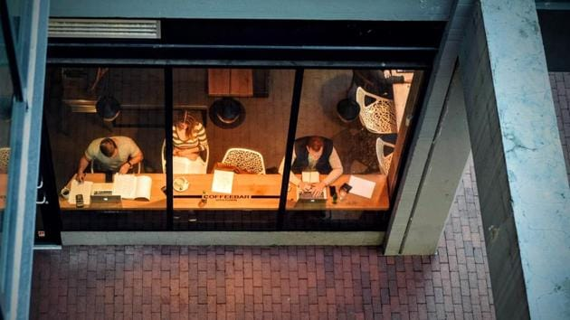 Love working late? Here's why you shouldn't spend long hours in office.(Unsplash)