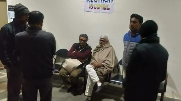BJP MP SwapanDasgupta (left), along with Visva Bharati vice-chancellor, was locked inside a room of the varsity where he had been invited to speak on Citizenship Amendment Act, Jan 8, 2020.(Photo Credit: Swapan Dasgupta / Twitter)