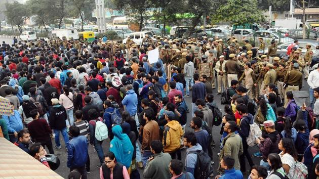 The protesters, carrying placards and banners, started a march from Mandi House towards the HRD Ministry. (Representational image)(HT file)
