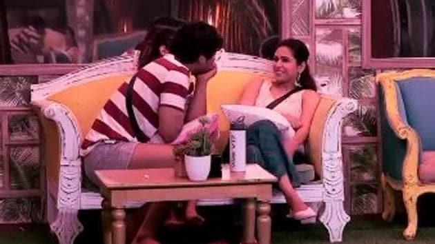 Bigg Boss 13: Sidharth Shukla was also seen flirting with Madhurima Tuli in last episode.