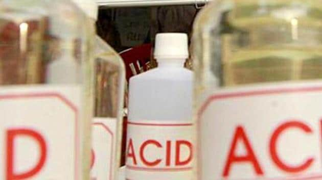 West Bengal has earned the dubious distinction of being the state with the most number of recorded incidents of acid attacks in 2018(Sanjeev Verma/HT)(Representative Image)