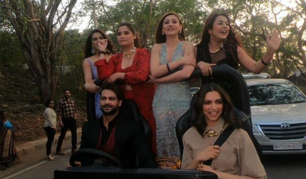 Bigg Boss 13: Shehnaaz Gill, Arti Singh, Madhurima Tuli,Shefali Jariwala and Vishal Aditya Singh enjoy a ride with Deepika Padukone.