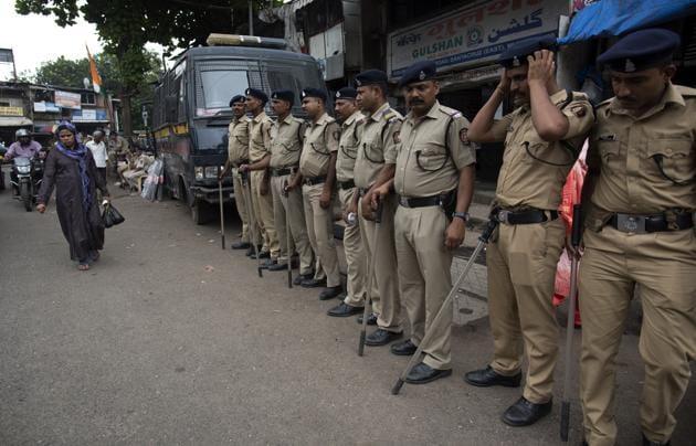 Maharashtra State Reserve Police Force at Golibar near Khar subway.(Satish Bate/HT Photo)