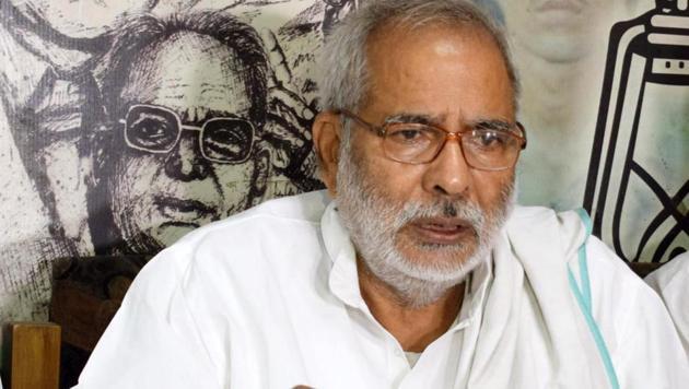 Raghuvansh Prasad Singh said he had also sent a letter to RJD Lalu Prasad, former chief minister Rabri Devi, state president Jagdanand Singh and leader of the opposition Tejashwi Prasad Yadav.(Santosh Kumar /HT File Photo)