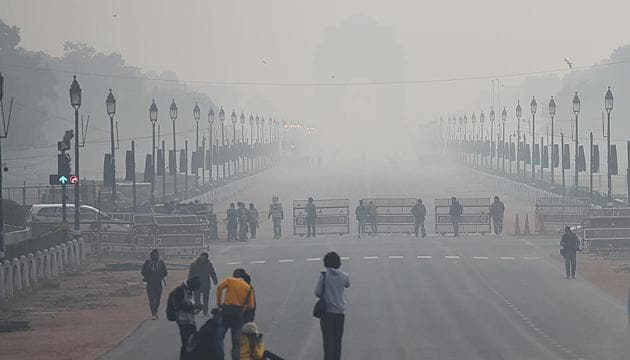 There is shallow fog with chances of rain in Delhi on Monday.(Raj K Raj/HT Photo)