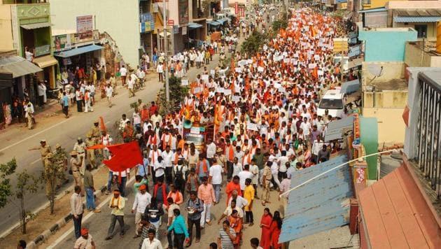workers and volunteers of the BJP, Hindu Jagran Vedike, Vishwa Hindu Parishad and Rashtirya Swayamsevak Sangh (RSS) at a demonstration against a planned statue of Jesus Christ in Karnataka's Kanakapura .(AFP)