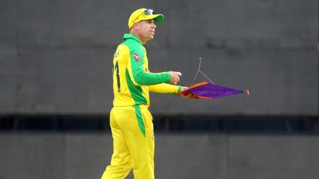 David Warner holding a kite at Wankhede Stadium(ICC/Twitter)