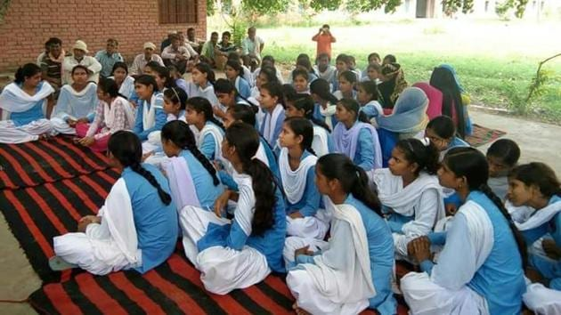 Among 4-5 year old children, 56.8 per cent girls and 50.4 per cent boys are enrolled in government schools.(HT File Photo)